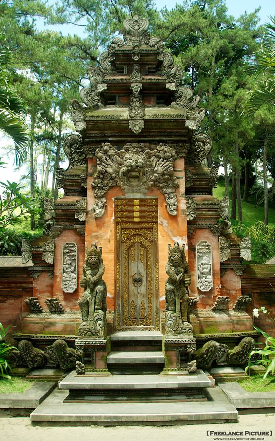 aling-aling in Balinese traditional house