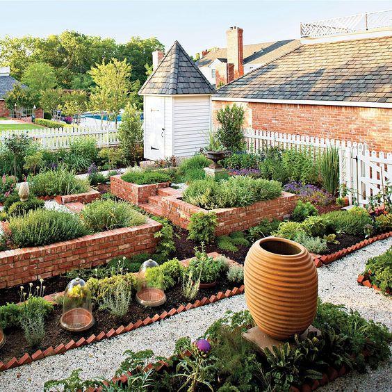 Herbaceous colonial garden