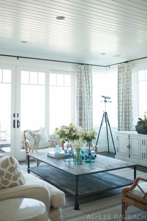 classic coastal living room design
