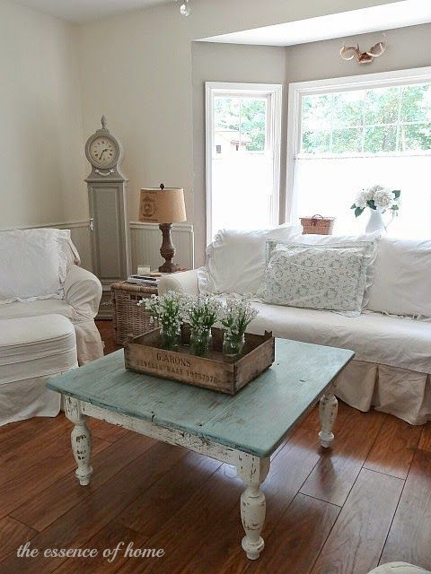 distressed coffee table for shabby chic living room decoration