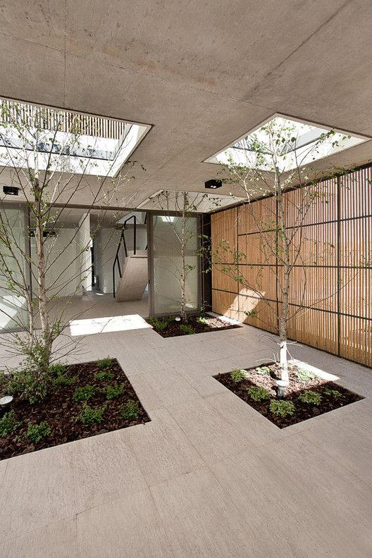 courtyard are in a concrete house design