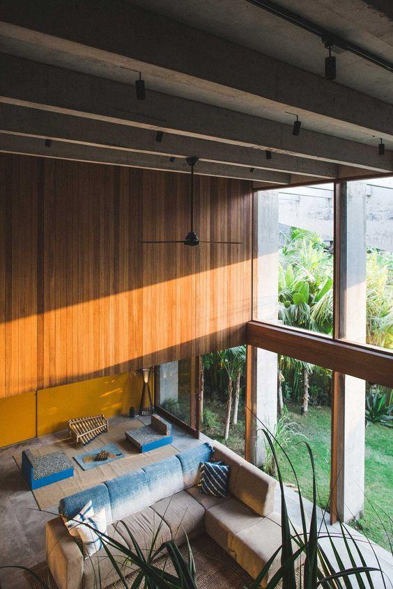 ultra large window for concrete hose design