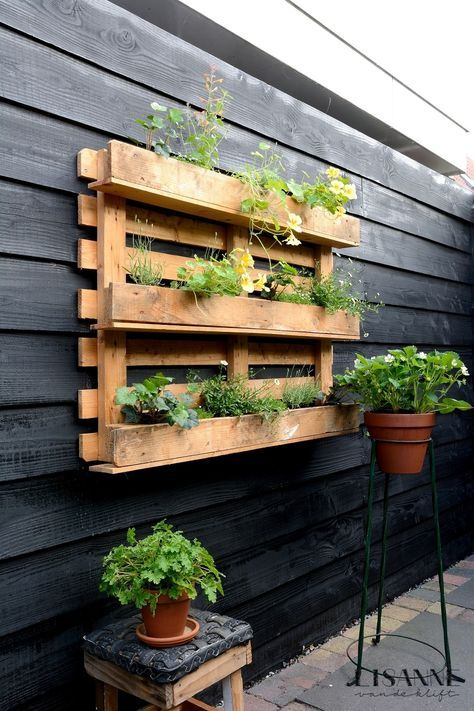recycle pallet planter