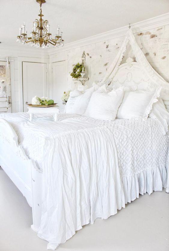 minimalist shabby chic bedroom idea