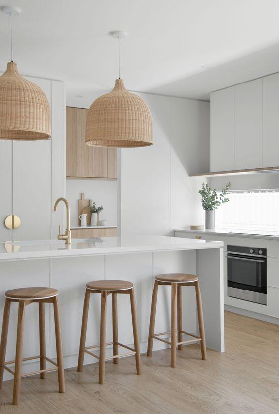 clean line of coastal kitchen design