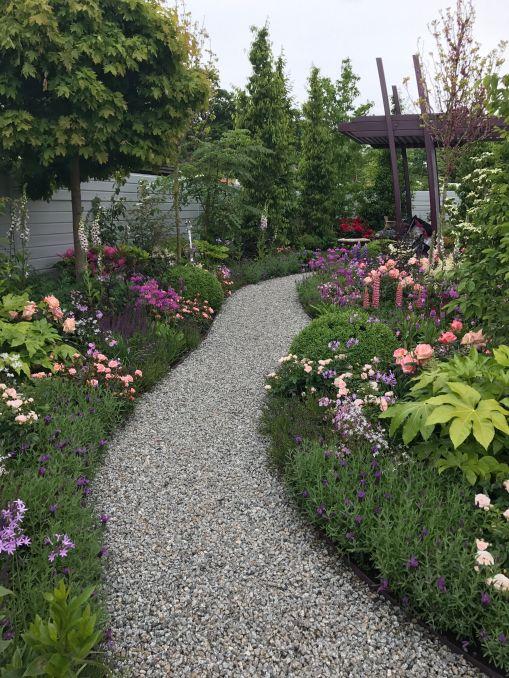 gravel garden path idea