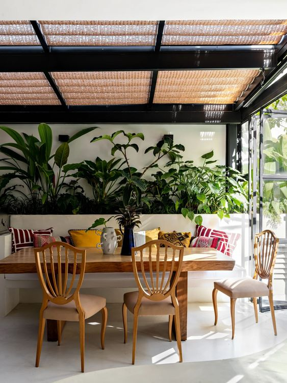 greenery as backdrop in tropical dining room