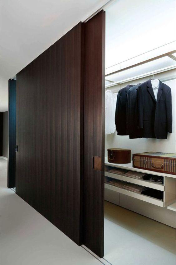 magic sliding door that display walk in wardrobe
